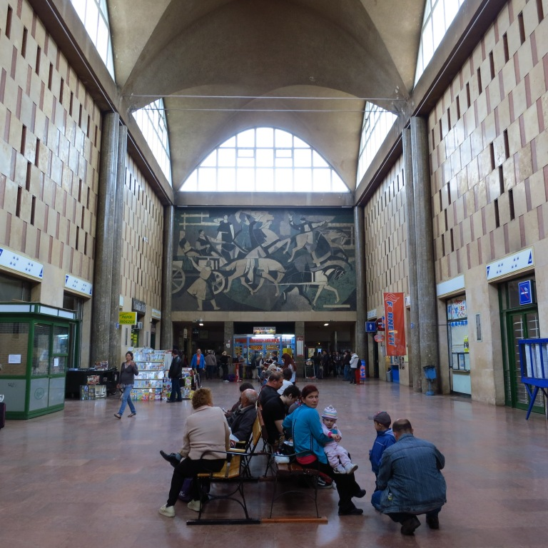 The mighty entrance hall of Debrecen main station